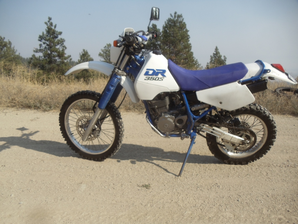 90 suzuki dr-350s, street legal, new seat, new battery, excellent